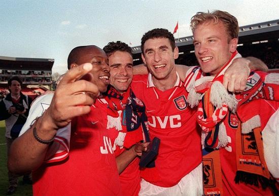 Arsenal firar med flera tusen fans